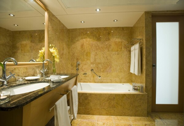 27 ASIMINA SUITES HOTEL BATHROOM