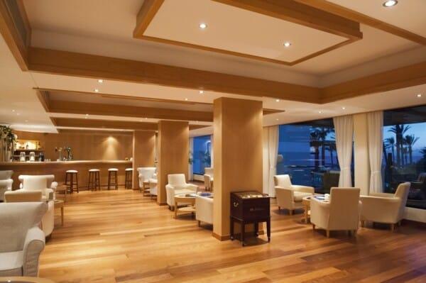31 ASIMINA SUITES HOTEL VIPS BAR
