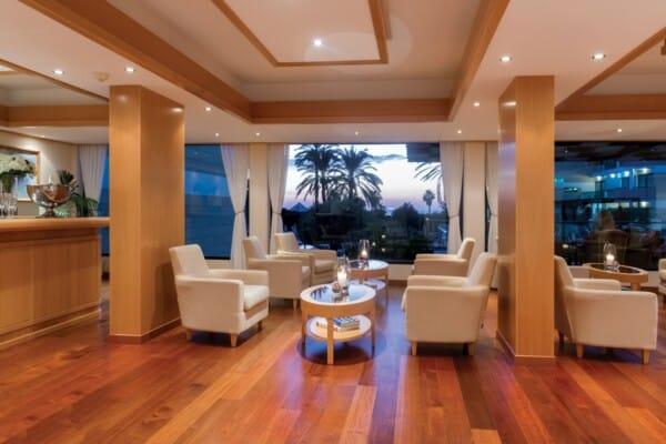32 ASIMINA SUITES HOTEL VIPS BAR